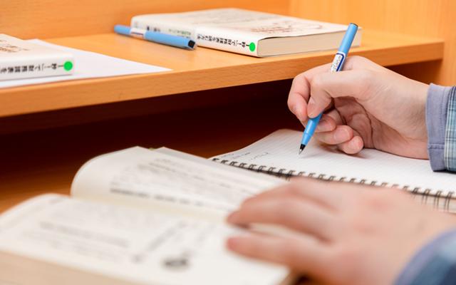 会計、英会話、マーケティング、ライティングなどの授業